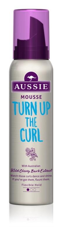 Aussie Mega Haarschaum zur Definition von welligem Haar