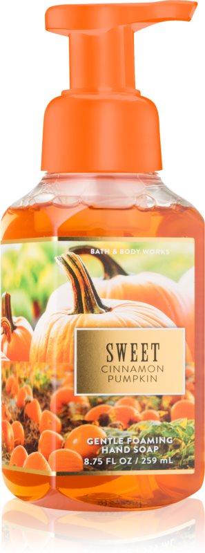 Bath & Body Works Sweet Cinnamon Pumpkin hab szappan kézre
