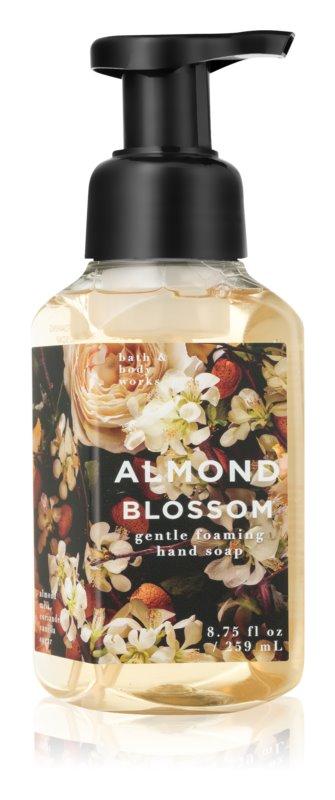 Bath & Body Works Almond Blossom penové mydlo na ruky