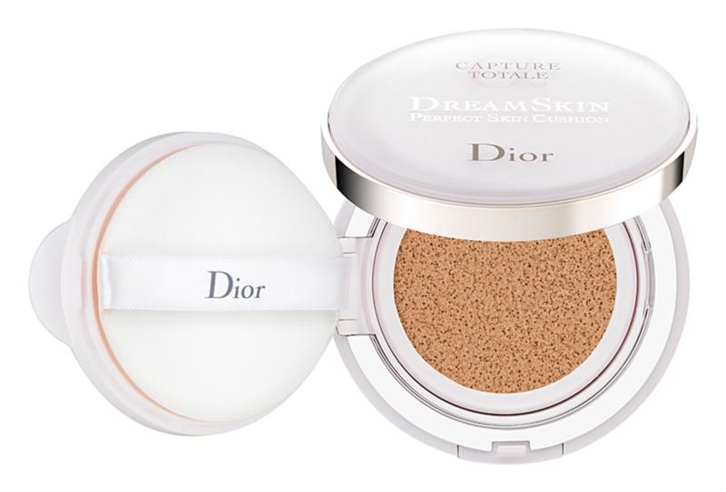 Dior Capture Totale Dream Skin burete cu machiaj matifiant SPF 50