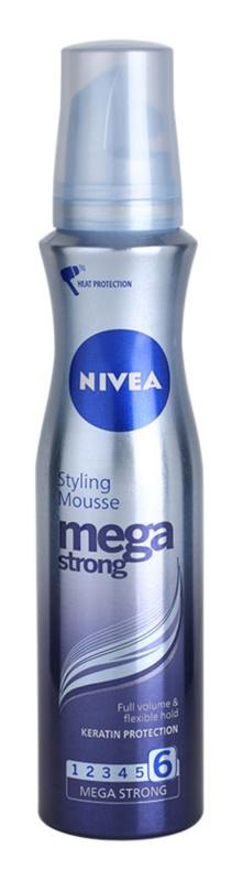 Nivea Mega Strong mousse para volume duradouro