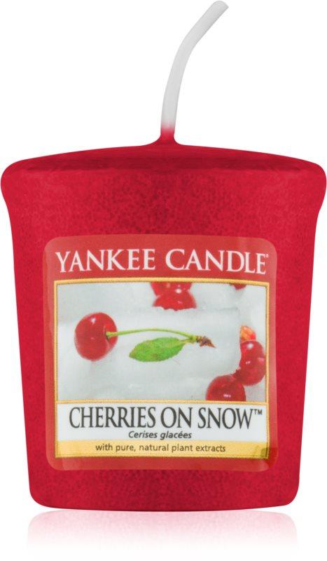 Yankee Candle Cherries on Snow votívna sviečka 49 g
