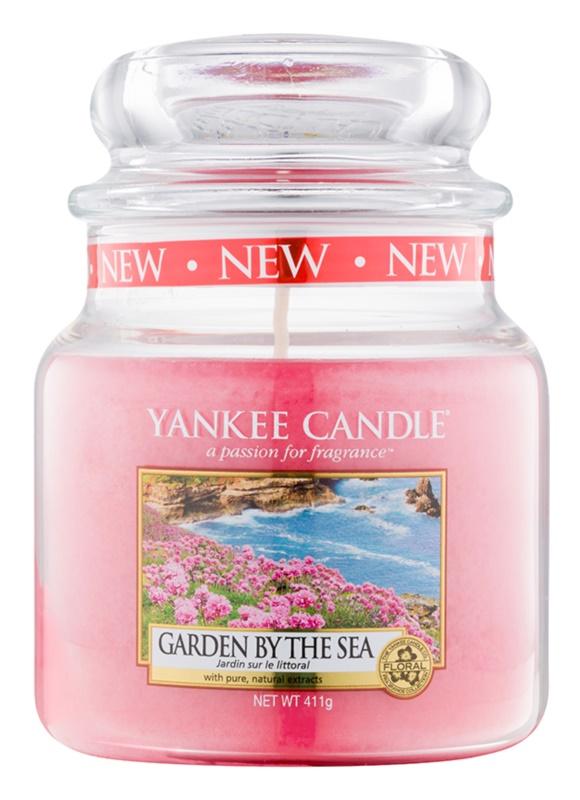 Yankee Candle Garden by the Sea illatos gyertya  411 g Classic közepes méret