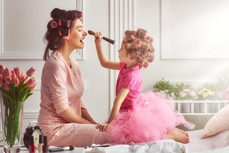 5 beauty triků od mámy. Co vás o kráse naučila ta vaše?