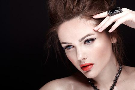 Makijaż wieczorowy - porady i triki naszego makijażysty