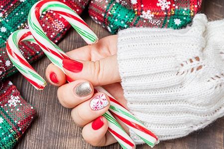Bożonarodzeniowy manicure 2019: zabawny, błyszczący i klasycznie