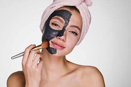 Jedna pleťová maska někdy nestačí. Zkuste multimasking!