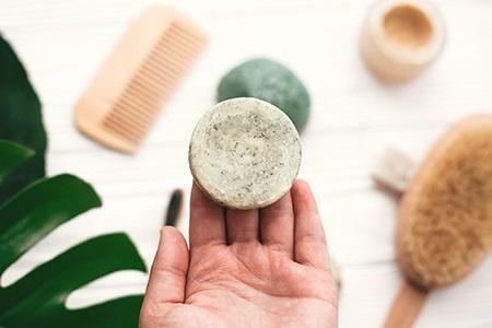 Tuhý šampon: skvělá vychytávka nejen na léto