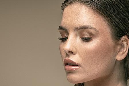 Nejlepší samoopalovací krémy na obličej, které vás nezklamou