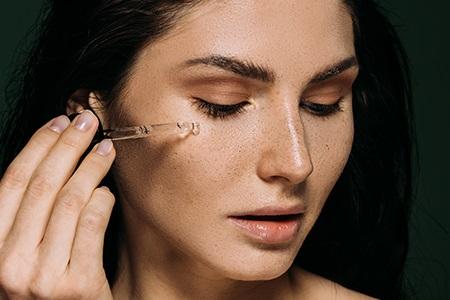 Πώς να φροντίσετε το δέρμα σας: Η καθημερινή σας ρουτίνα βήμα προς βήμα