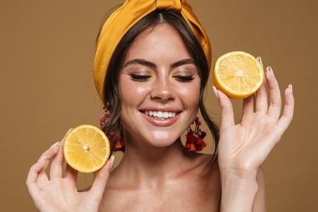 Vitamín C na pleť: Proč ho budete milovat?