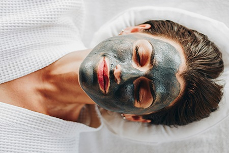 Black makes beautiful! Aktivkohle-Masken als Detox-Stars