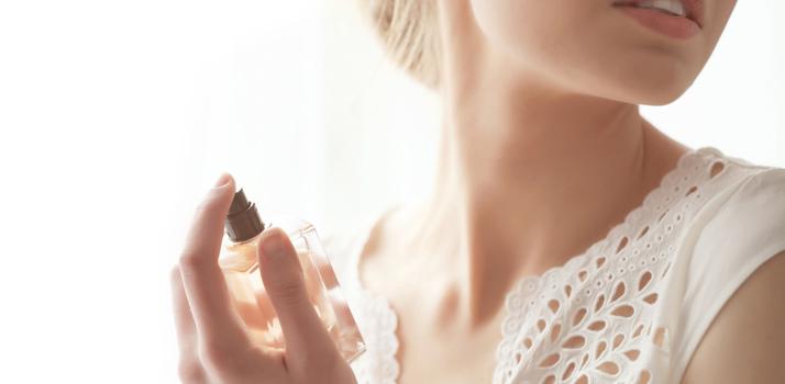 prolonger la tenue du parfum