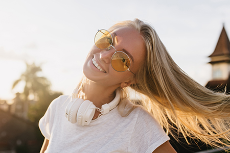Perfekcyjny makijaż na lato: wybierz podkład z filtrem SPF!