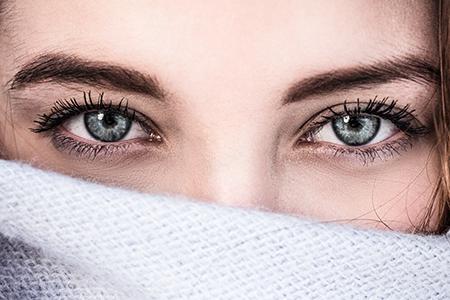 Jak sobie radzić z podkrążonymi oczami?