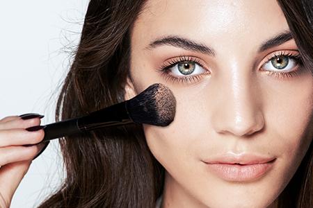 Maquillage pour le teint à base de poudre minérale : permettez à votre peau de respirer
