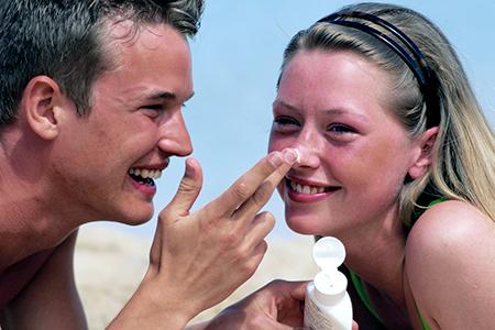 Czy wiesz, jak pielęgnować poparzoną skórę?
