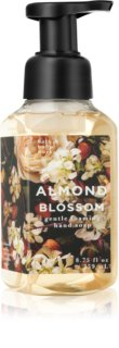 Bath & Body Works Almond Blossom hab szappan kézre