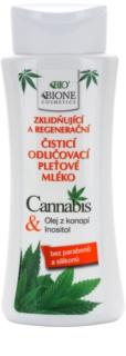 Bione Cosmetics Cannabis lait nettoyant apaisant
