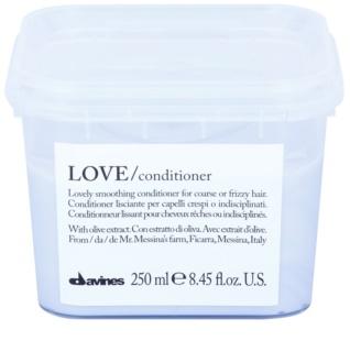 Davines Love Olive acondicionador alisador para cabello encrespado y rebelde
