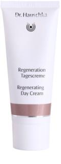 Dr. Hauschka Facial Care crema de día regeneradora  para pieles maduras
