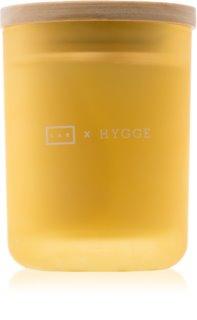 LAB Hygge Presence dišeča sveča  (Lemongrass Clove)