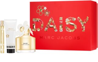 Marc Jacobs Daisy ajándékszett XVI. hölgyeknek