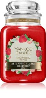 Yankee Candle Strawberry Fraise vela perfumada Classic grande
