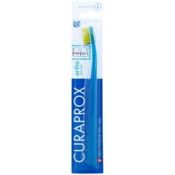 Curaprox Ortho Ultra Soft spazzolino ortodontico per portatori di apparecchi fissi Dark Green & Light Green (5460 Curen, Filaments 0,10 mm)