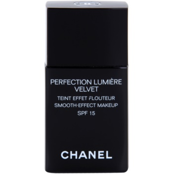 Chanel Perfection Lumiére Velvet make-up fin pentru un aspect mat