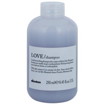 Fotografie Davines Love Olive uhlazující šampon pro nepoddajné a krepatějící se vlasy 250 ml