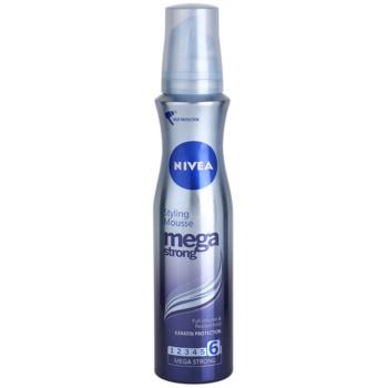 Nivea Mega Strong пінка для волосся для довготривалого об'єму