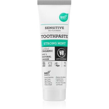 Urtekram Strong Mint bleichende Zahnpasta für empfindliche Zähne 75 ml