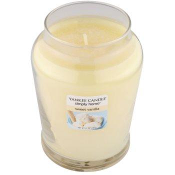 Yankee Candle Sweet Vanilla ароматна свещ   среден 1