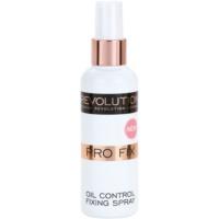 Makeup Revolution Pro Fix матиращ и фиксиращ спрей върху фон дьо тен
