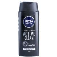 šampon s aktivními složkami uhlí