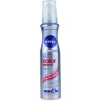 espuma fijadora para mantener el brillo del pelo teñido