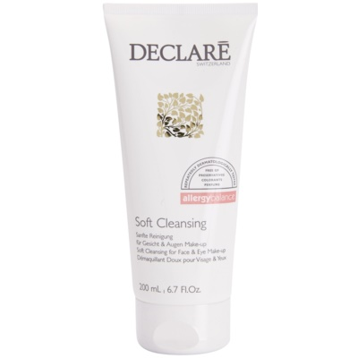 Gentle Cleansing Gel On The Face And Eyes