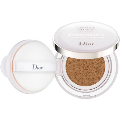 Dior Capture Totale Dream Skin tekoči puder v gobici SPF 50