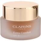 Clarins Face Make-Up Extra-Comfort posvetlitveni in pomlajevalni tekoči puder na naraven videz SPF 15 odtenek 113 Chestnut  30 ml