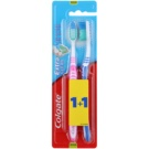 Colgate Extra Clean Zahnbürste Medium 2 pc Pink & Dark Blue (Reaches Back Teeth)