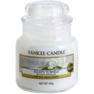 Yankee Candle Fluffy Towels illatos gyertya  104 g Classic kis méret