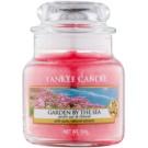 Yankee Candle Garden by the Sea illatos gyertya  104 g Classic kis méret