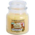 Yankee Candle Vanilla Cupcake ароматизована свічка  411 гр Classic  середня