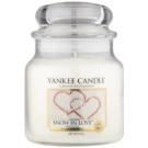 Yankee Candle Snow in Love dišeča sveča  411 g Classic srednja