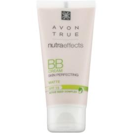 Avon True NutraEffects mattierende BB Creme LSF 15 Farbton Light 30 ml