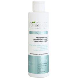 Bielenda Pharm Acne antibakterijska čistilna voda za obraz, dekolte in hrbet brez alkohola  200 ml