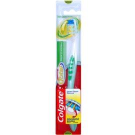 Colgate Total Professional fogkefe közepes