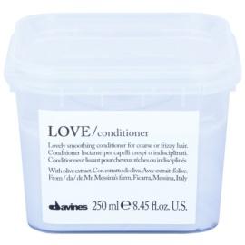Davines Love Olive uhlazující kondicionér pro nepoddajné a krepatějíci se vlasy  250 ml