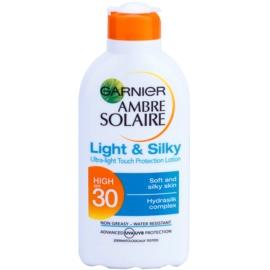 Garnier Ambre Solaire Light & Silky mléko na opalování SPF 30  200 ml